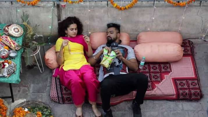 India Tv - Taapsee Pannu and Vicky Kaushal in Manmarziyaan