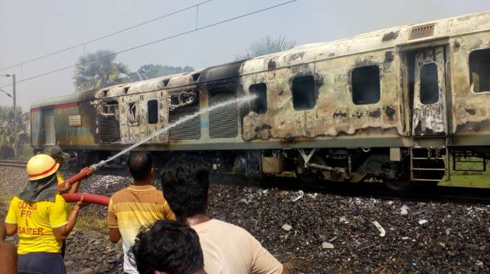 India Tv - Fire breaks out in New Delhi-Bhubaneswar Rajdhani Express