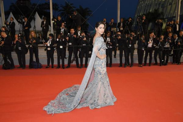 Image result for Hina Khan makes sparkling debut at Cannes