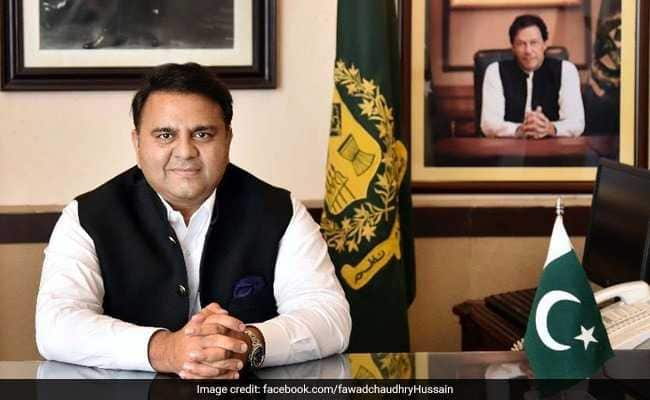 Pakistan minister slaps journalist for allegedly being