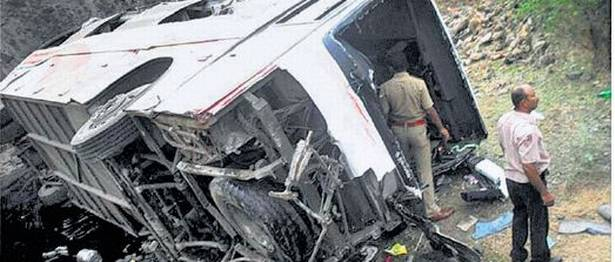 4 dead and 25 injured in an bus accident in Mathura