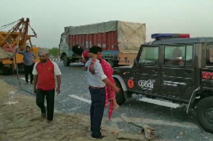 Agra-Lucknow expressway bus accident