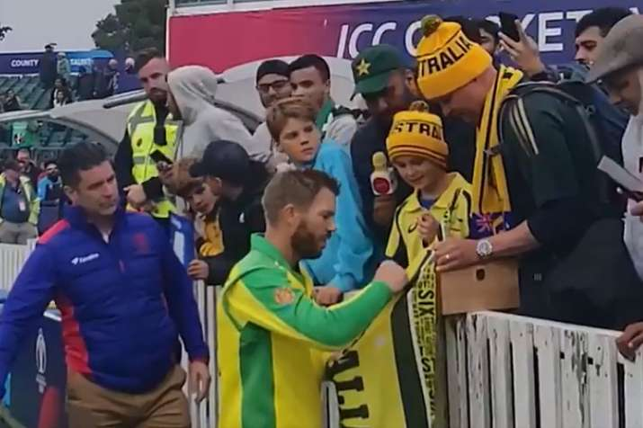2019 World Cup: Centurion David Warner gifts his Man of the Match award to young Australian fan