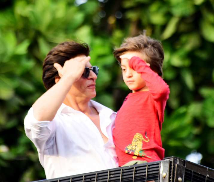 India Tv - Shah Rukh Khan and son Abram make for the perfect Eid gift for fans gathered outside Mannat