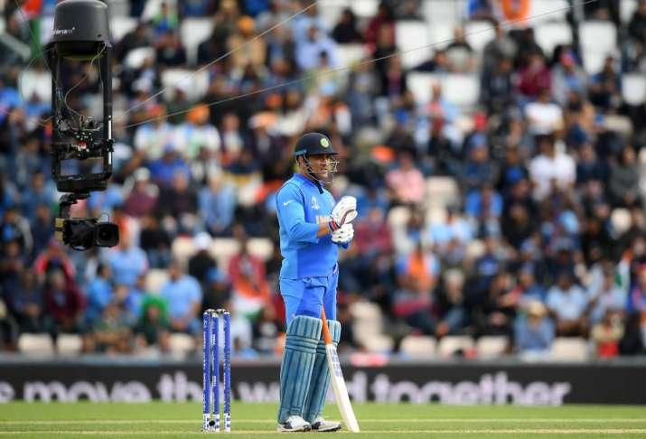 Fans sulk over Sachin Tendulkar's remarks on MS Dhoni's batting