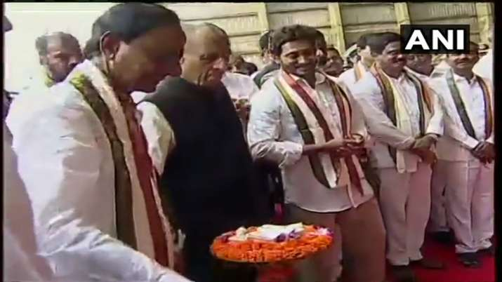 India Tv - Telangana CM KC Rao with Andhra CM Jaganmohan Reddy and Telangana Governor E S L Narasimhan.