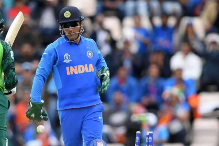 MS Dhoni puts on special insignia on gloves to support
