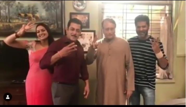 Pramod Khanna brother of Vinod Khanna to be seen as Prajapati Panday, Salman Khan's on-screen father