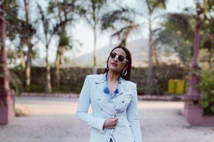 India Tv - Sonakshi Sinha urging not to use plastic.