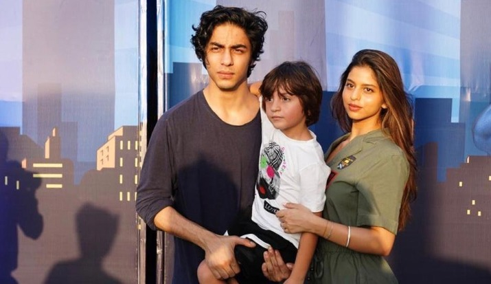 Shah Rukh Khan shares the picture perfect frame of his kids Aryan, Suhana and AbRam