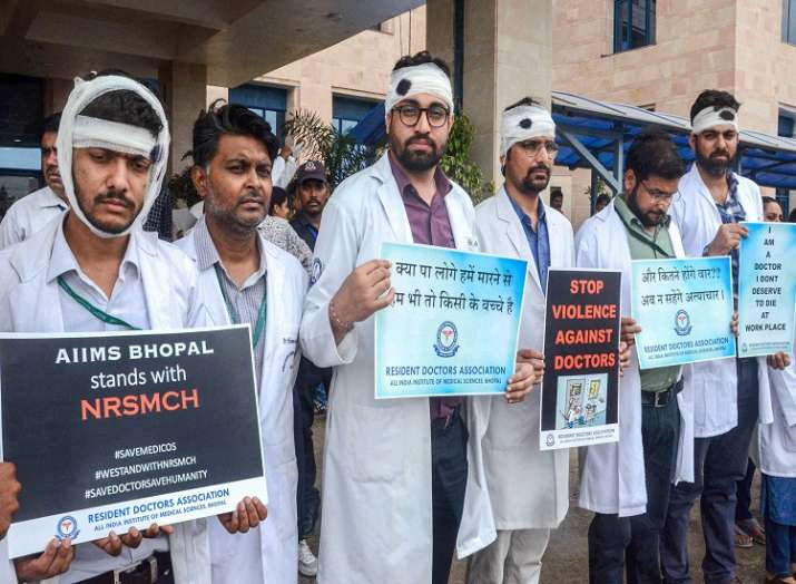 Members of Resident Doctors Association express their