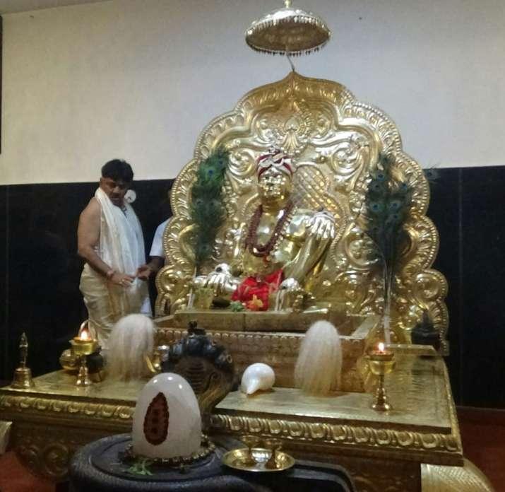 India Tv - Priest offering prayers to 'rain god'