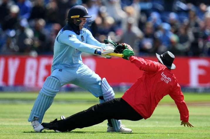 India Tv - Jason Roy colliding with umpire