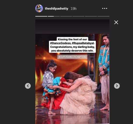 India Tv - Super Dancer Chapter 3 winner: Shilpa Shetty kisses Rupsa Batabyal's feet and calls her 'Dance Goddess'