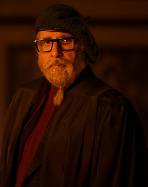 India Tv - Amitabh Bachchan starts shooting for Gulabo Sitabo in Lucknow