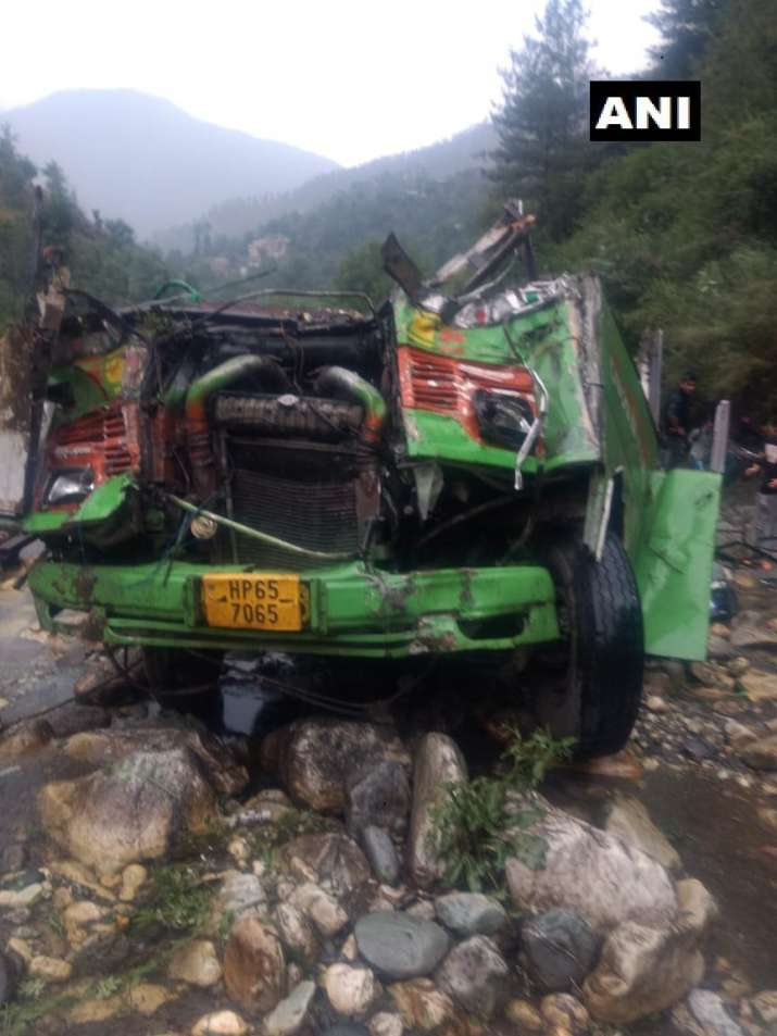 India Tv - Kullu bus falls into gorge