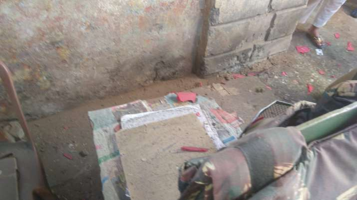 Terrorists lob grenade at Sopore police station, 2