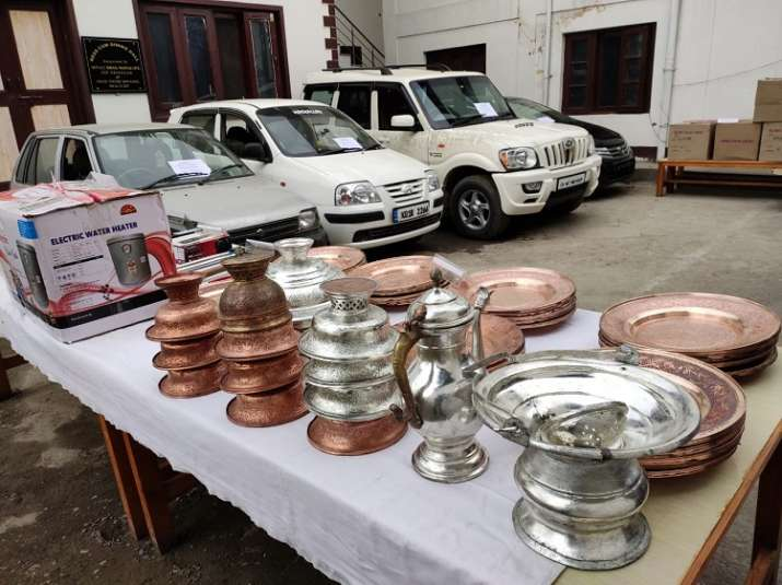 India Tv - Police arrest gang of burglars, stolen property worth lakhs of rupees rupees recovered