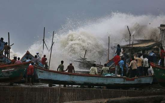 cyclone vayu in gujarat, cyclone vayu hits gujarat, cyclone vayu news, cyclone vayu latest updates,