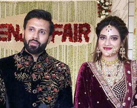India Tv - Nusrat Jahan and Nikhil Jain dazzle at their Kolkata reception