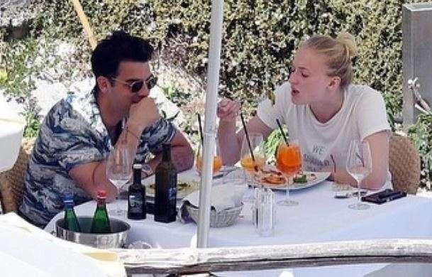India Tv - Sophie Turner, Joe Jonas
