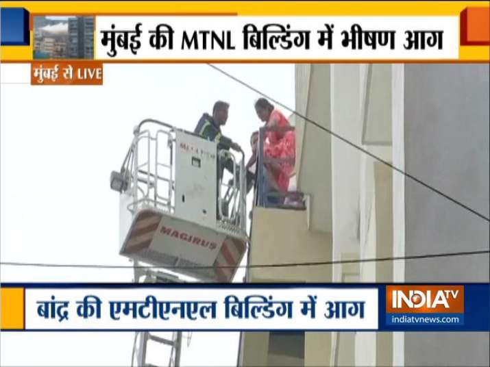India Tv - Fire breaks out at MTNL building in Mumbai's Bandra, over 100 stranded