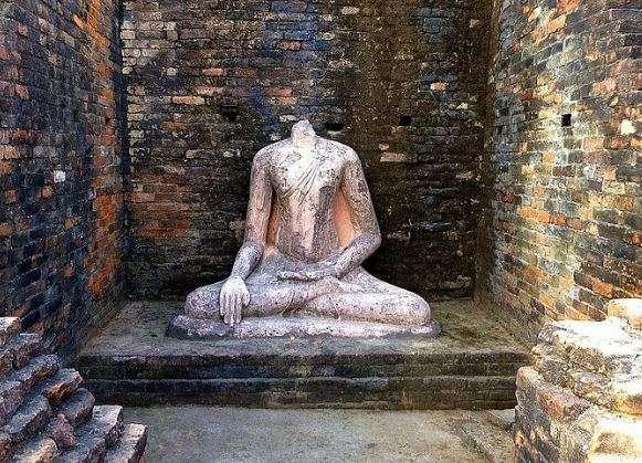 Five Buddha statues vandalised in Nepal