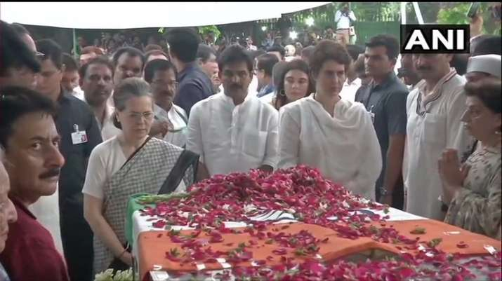 India Tv - Sonia, Priyanka Gandhi pay tributes to Sheila Dikshit