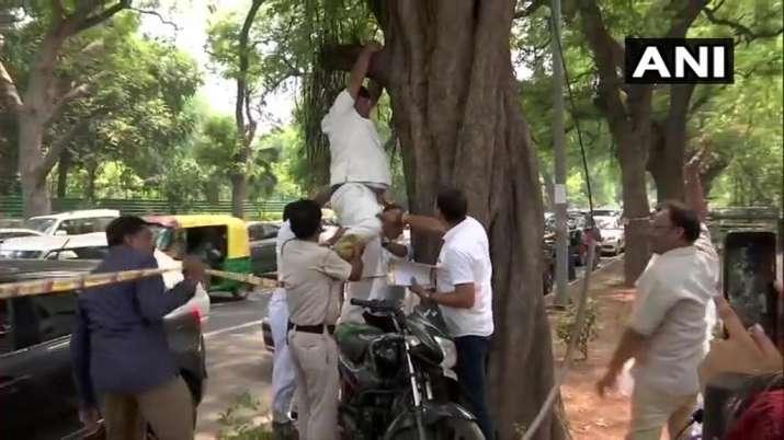 Delhi: Congress leader attempts suicide; asks Rahul Gandhi