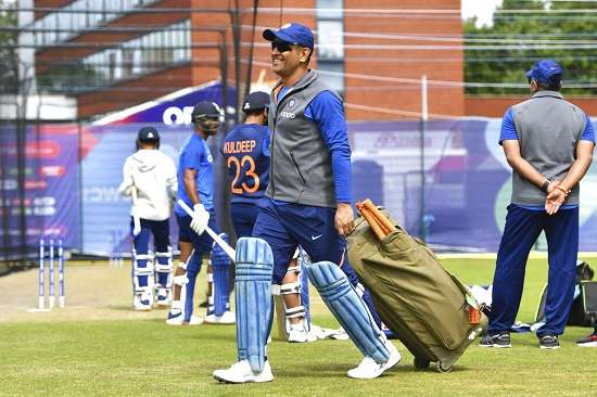 Politics to be Dhoni's new arena, likely to join BJP
