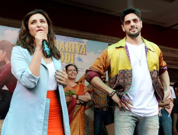 India Tv - Jabariya Jodi: Parineeti Chopra and Sidharth Malhotra try famous fire paan in Delhi and this happene
