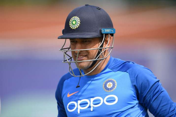Time to take practical decision on Dhoni, look towards