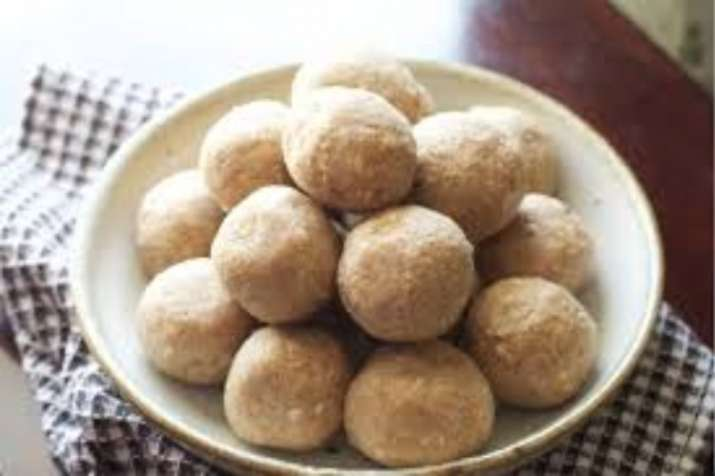 India Tv - Goond is a mixture of ghee, sugar, raisins, and chunks of nuts. It helps in meeting extra calorie requirement
