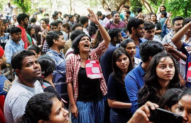 ABVP protests against Delhi University Vice-Chancellor over