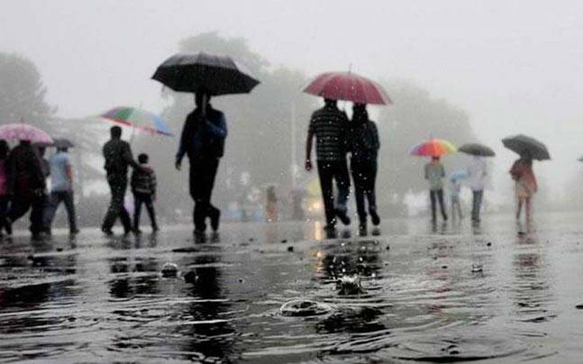 Downpour in Mumbai, North India receives scattered rains