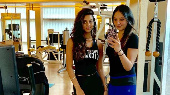 Suhana Khan strikes resemblance with father Shah Rukh Khan in latest picture with her belly-dance tr