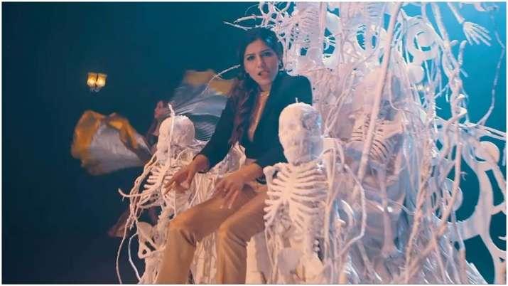 Latest Sapna Choudhary's Saawan Gaana Bhole Ka Swag breaks