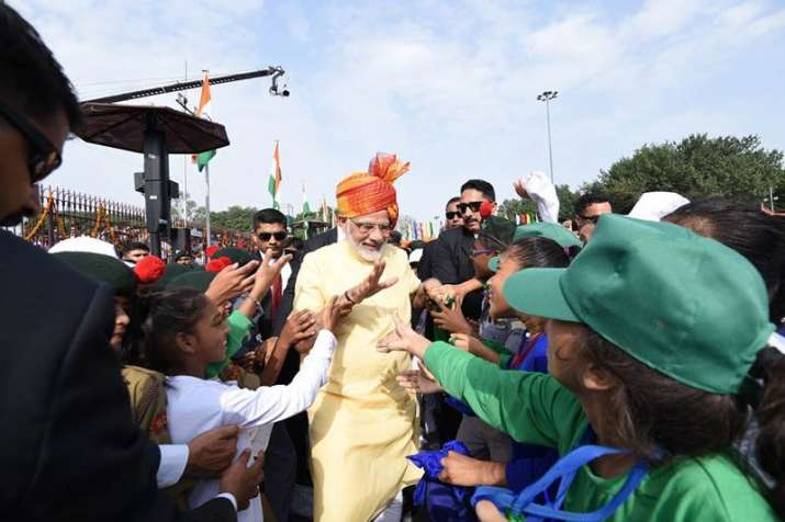 India Tv - PM Modi meeting children during Independence Day Celebrations in 2017
