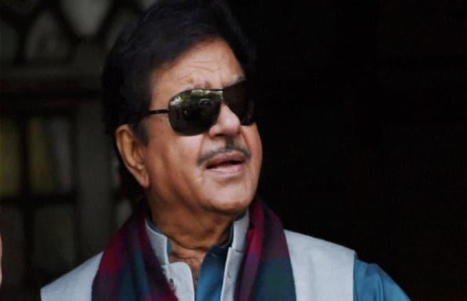 Shatrughan Sinha favours Priyanka Gandhi as Congress chief