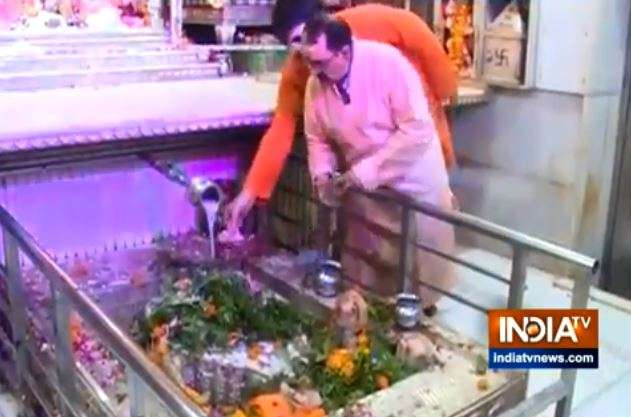 Sawan 2019: Devotees throng Lord Shiva temples to observe