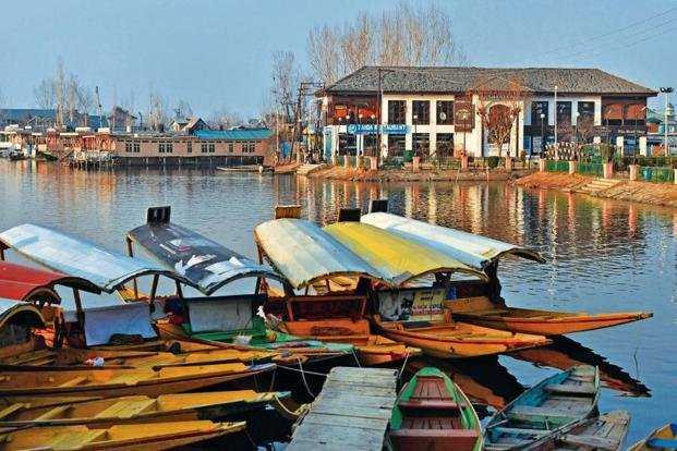 3 held for physically abusing minor girl in Dal Lake