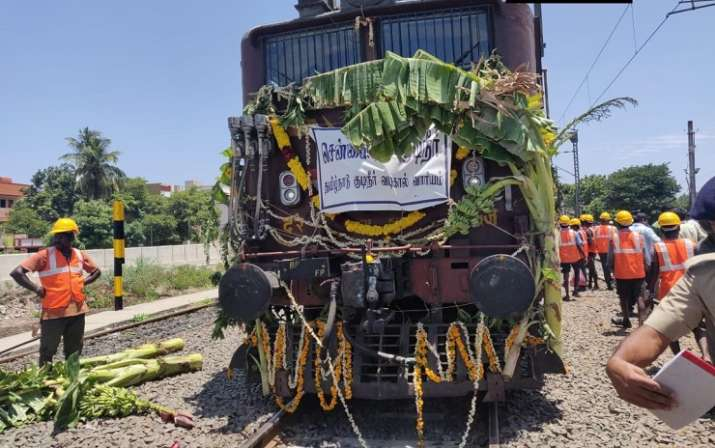 Train carrying water from Jolarpettai arrives in parched
