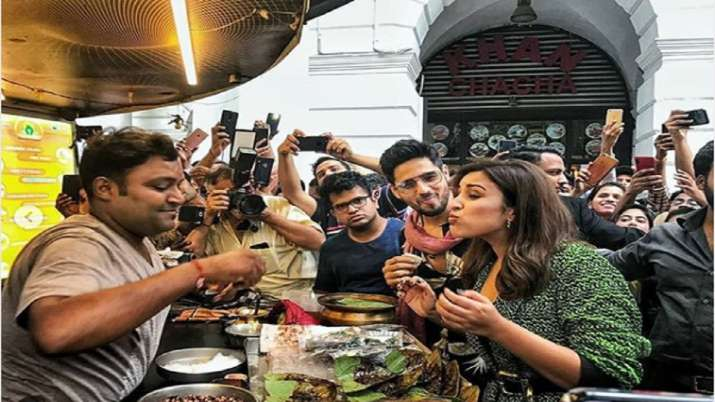 Jabariya Jodi: Parineeti Chopra and Sidharth Malhotra try famous fire paan in Delhi and this happene