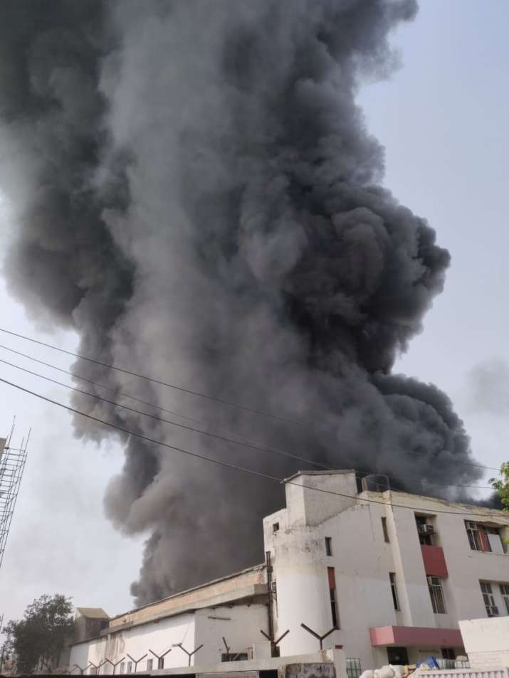 India Tv - Massive fire breaks out in NSEZ