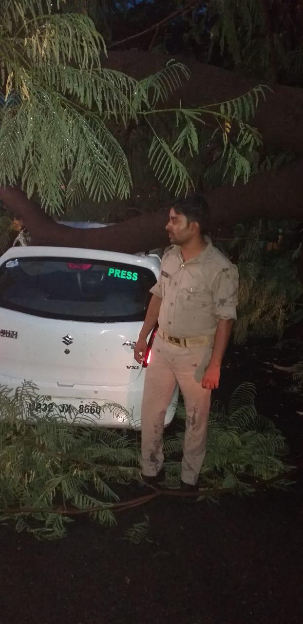 India Tv - Tree falls on car in Lucknow's Gomti Nagar, woman has narrow escape