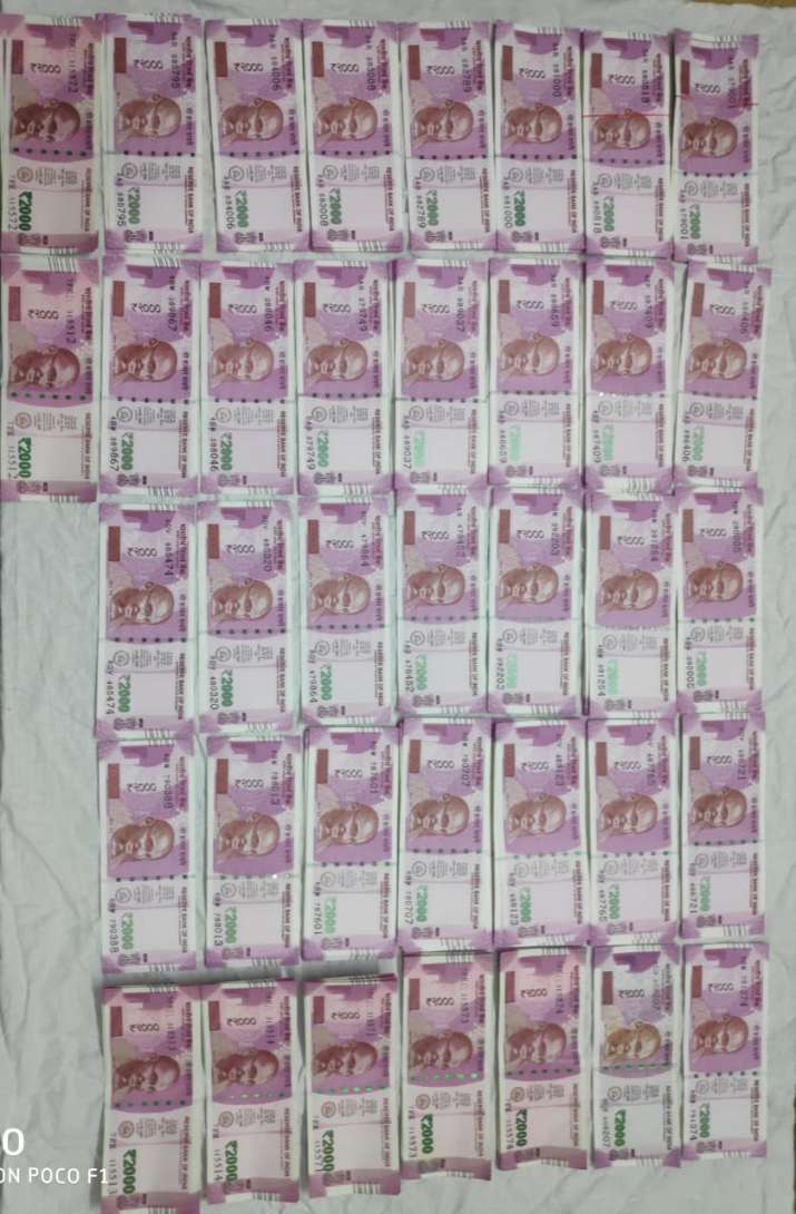 India Tv - High-quality fake currency notes worth Rs 5.50 lakh in the denomination of Rs 2,000 notes were recovered.