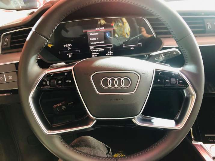 India Tv - Audi e-tron cockpit