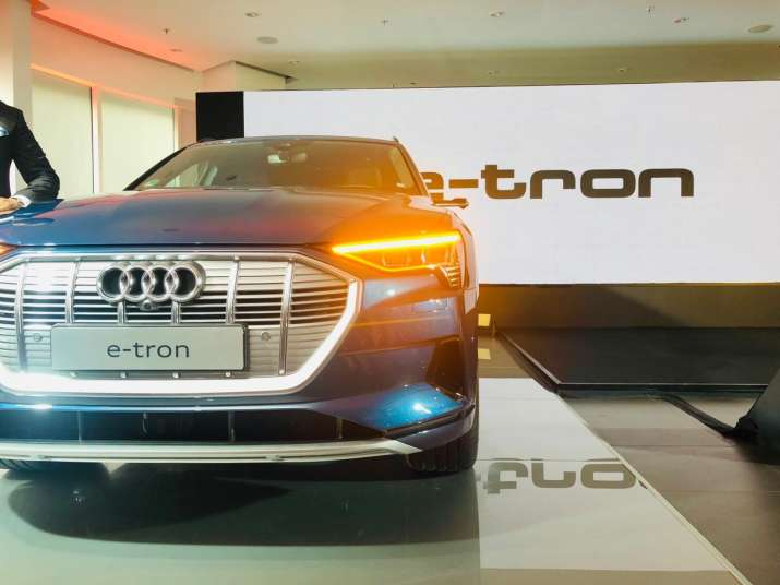 India Tv - Audi e-tron front grille with left-led indicator