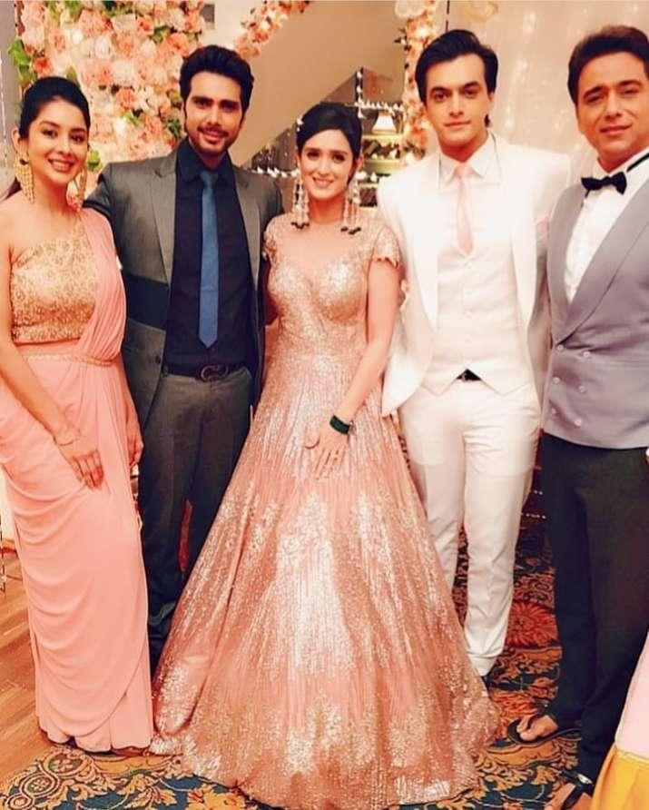 India Tv - Yeh Rishta Kya Kehlata Hai actress Pankhuri Awasthy aka Vedika with the star cast