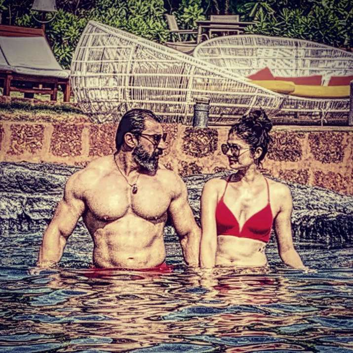 India Tv - Pooja Batra and Nawab Shah enjoy pool time in latest pictures